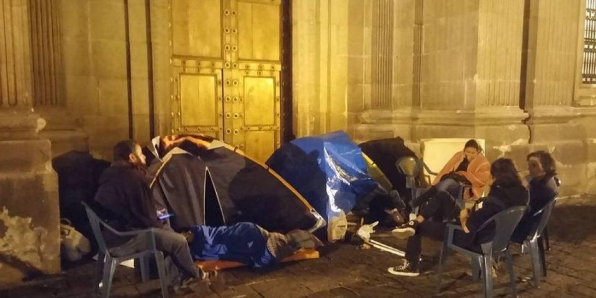 Realizan huelga de hambre frente a la Catedral para exigir renuncia de OPM