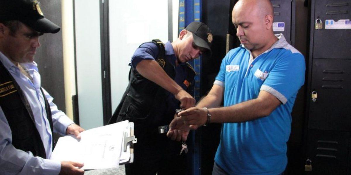 Exfiscal y un investigador aceptaron sobornos y fueron detenidos