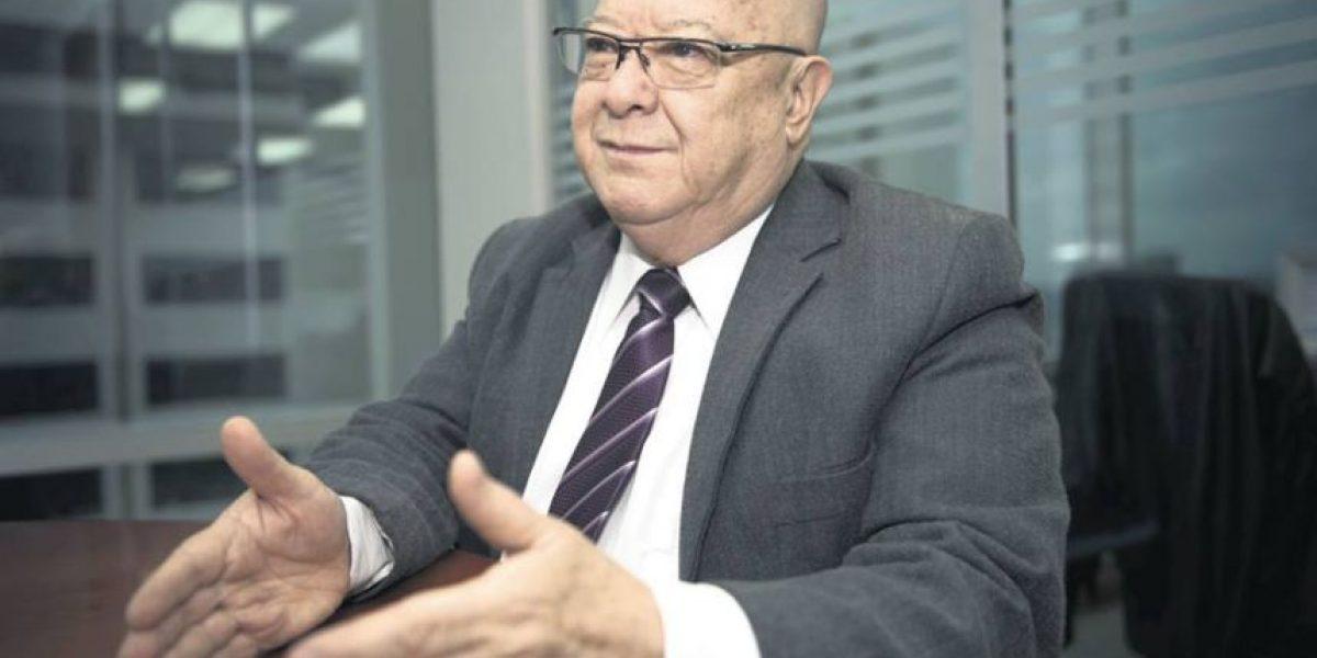 El lenguaje corporal de Lizardo Sosa, candidato a la presidencia por el partido Todos
