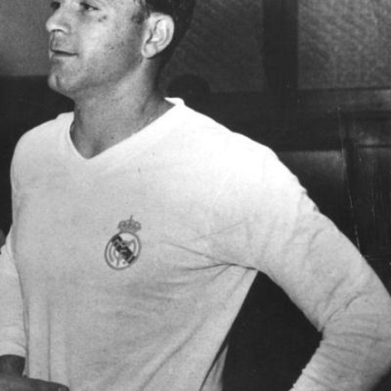 El ícono del Real Madrid nació en Argentina, pero se nacionalizó español en 1956 y dada las condiciones de aquella época, pudo jugar en las dos Selecciones, aunque al final se decantó por la española. Foto:Getty Images