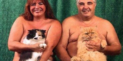 Con sus amados gatos Foto:Imgur