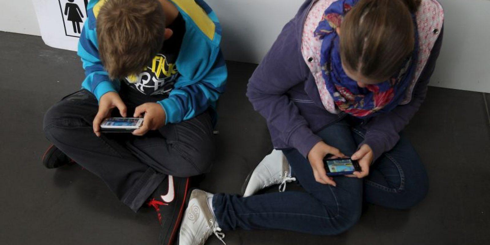 """El estudio realizado por los psicólogos Jane D Brown, Sarah Keller y Susannah Stern dio a conocer que los dispositivos móviles y la práctica del """"sexting"""" se ha convertido en una forma de descubrir la sexualidad entre adolescentes de Estados Unidos. Foto:Getty Images"""