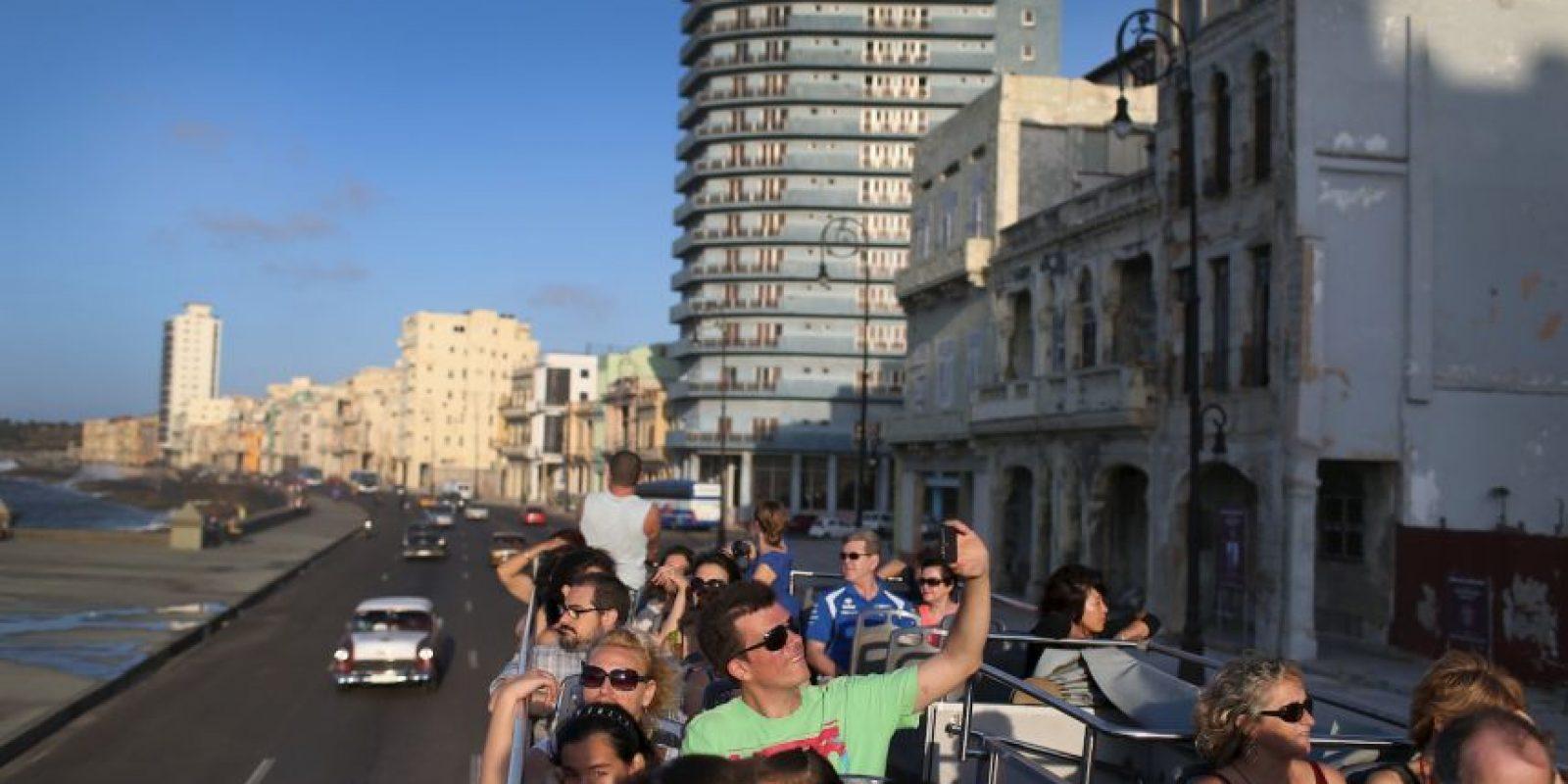 Se seguirá solicitando a los estadounidenses una licencia especial para viajar a Cuba. Foto:Getty Images