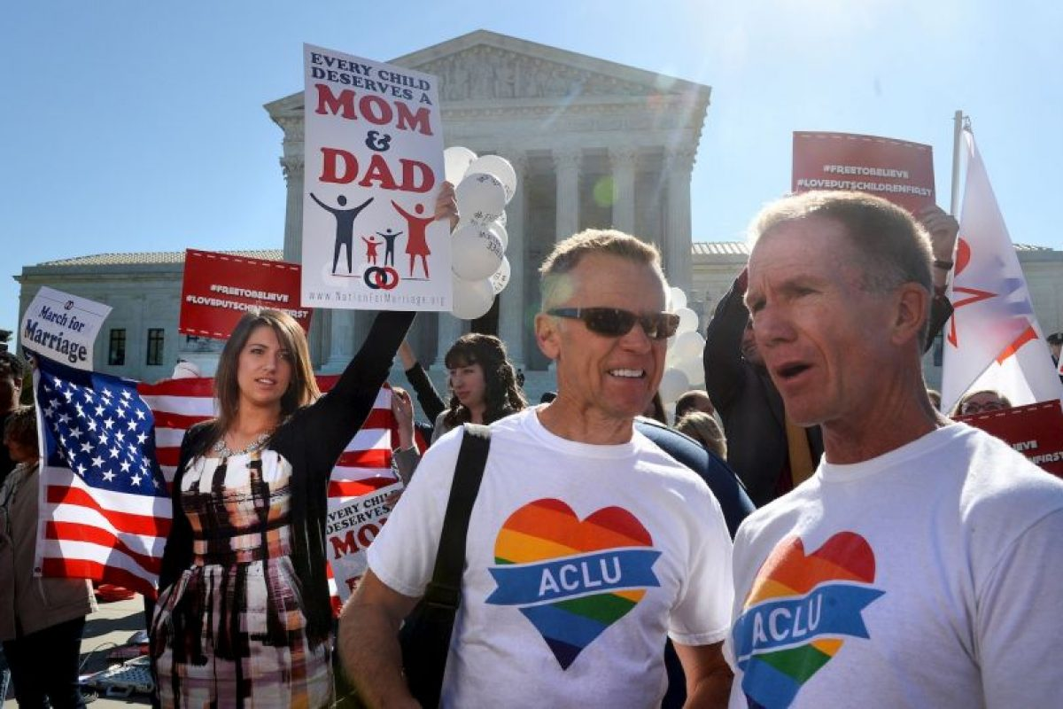 No conceder licencias de matrimonio a parejas de gays y lesbianas, será considerado un acto que viola la Constitución.