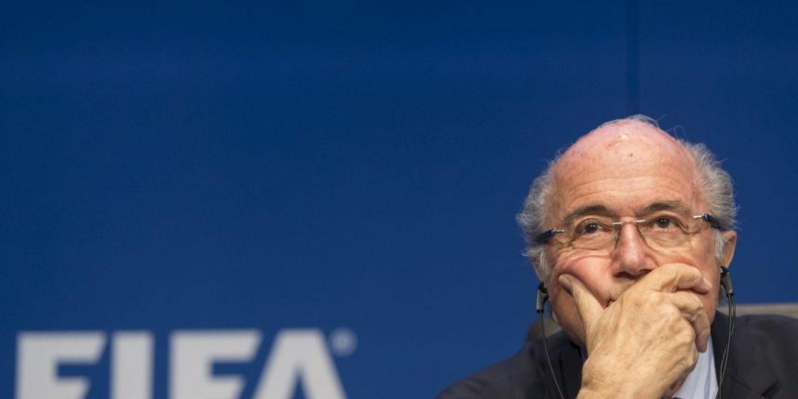 De acuerdo al periodista Darren Rovell, de ESPN, Blatter ya está siendo investigado. Foto:Getty Images