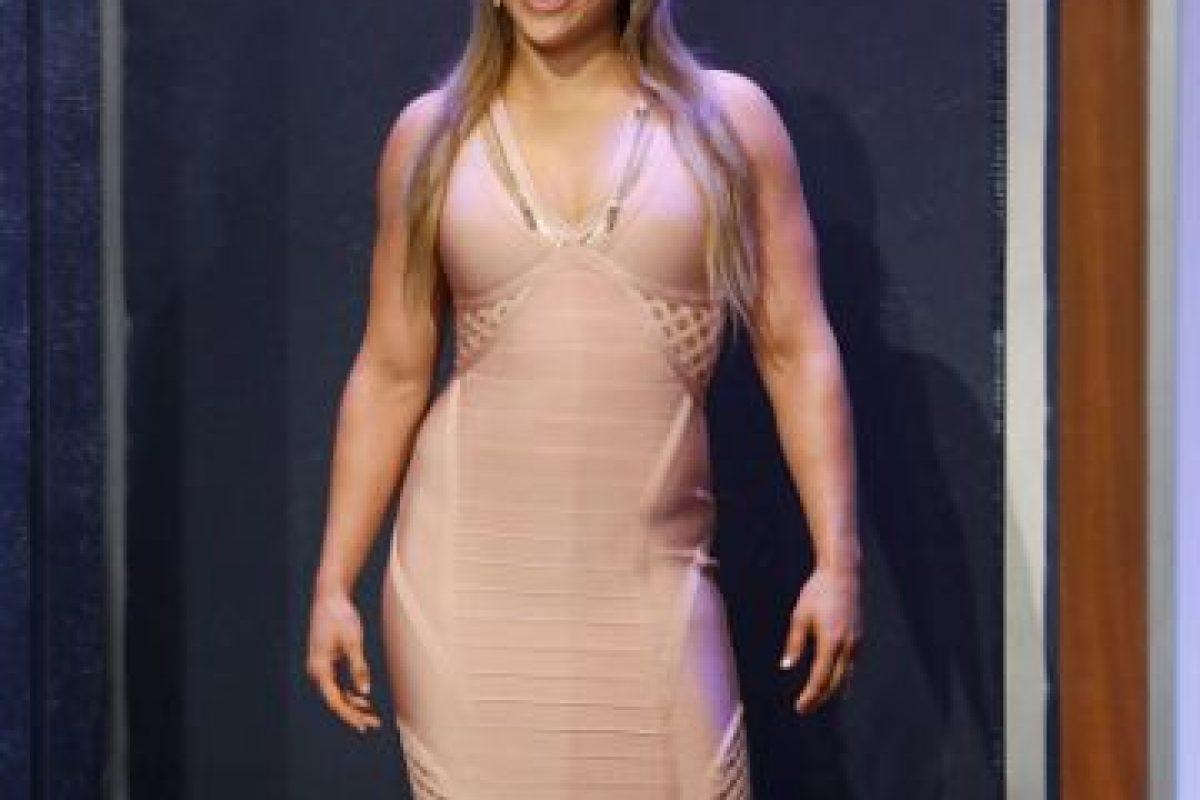 """""""Yo podría pelear con Ronda Rousey durante tres rounds. Lo haría con protección y si ella acepta donar toda su ganancia a la caridad. Que firme un cheque que ni su trasero podrá cambiar y si le hago daño no será abuso, ya que ella es un hombre"""", sentenció el mejor boxeador del mundo. Foto:Getty Images"""