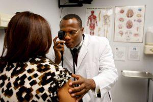 1. Médico. Salario promedio de 103 mil dólares Foto:Getty Images