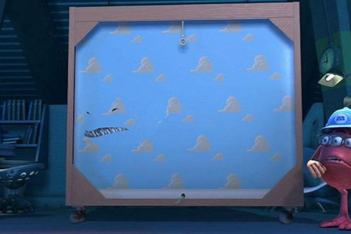 """En """"Monsters Inc"""", el monstruo """"Randall"""" practica su camuflaje con el papel tapiz de """"Andy"""" Foto:Pixar"""