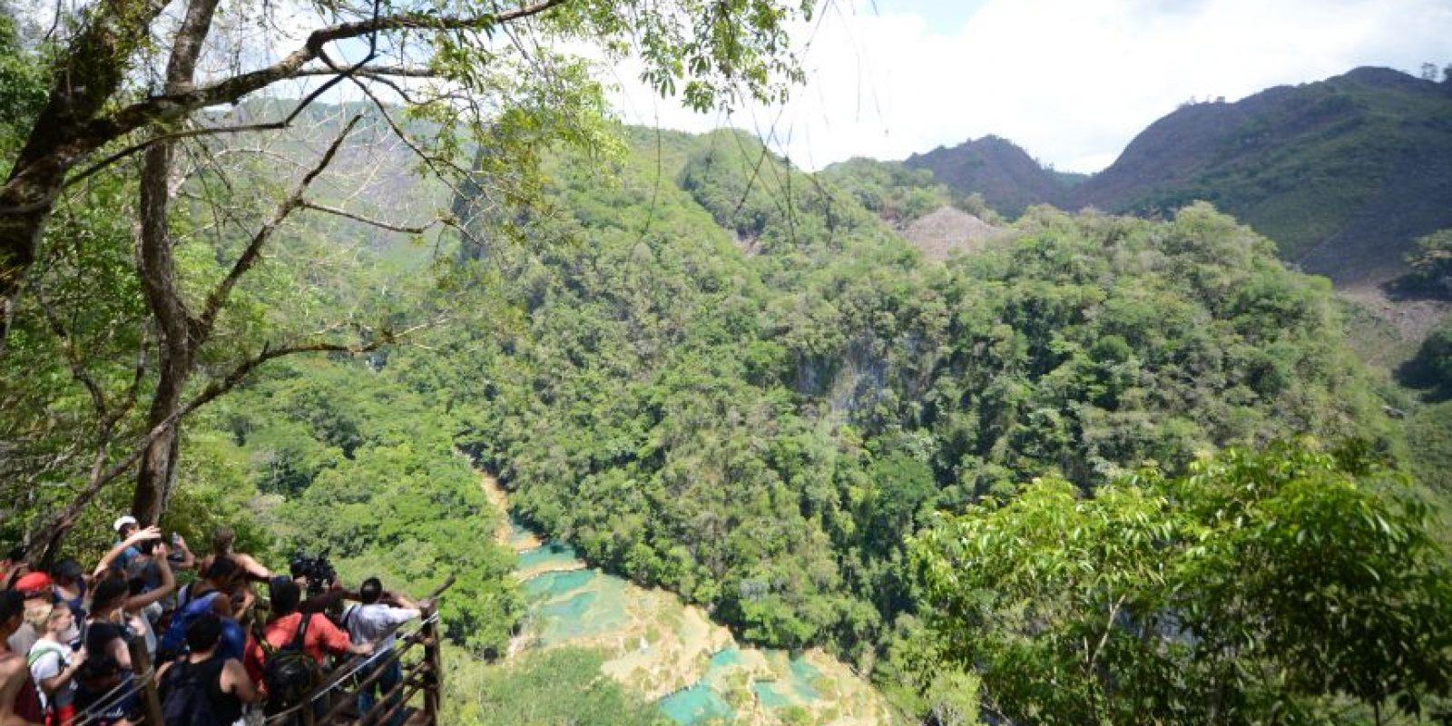 Desde el mirador se pueden observar los más de 300 metros de las piscinas naturales verde turquesa Foto:Oliver de Ros