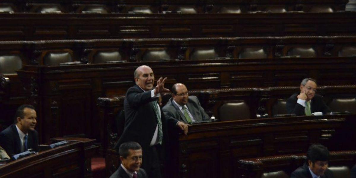 Altercado y acusaciones entre la UNE y Líder en pleno debate