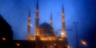 Esta foto fue hecha a través del velo de un niqab, que es usado por algunas mujeres musulmanas conservadoras. El uso de esta tela supone la interpretación estricta de sus creencias religiosas al impedir que otros vean sus caras. Foto:AP Photo/Hassan Ammar
