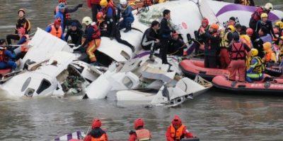 Cayó poco después de haber despegado del aeropuerto de Sungstan, en Taipei, Taiwan, China. Se dirigía hacia las islas Kinmen, en el mismo país. Foto:AFP