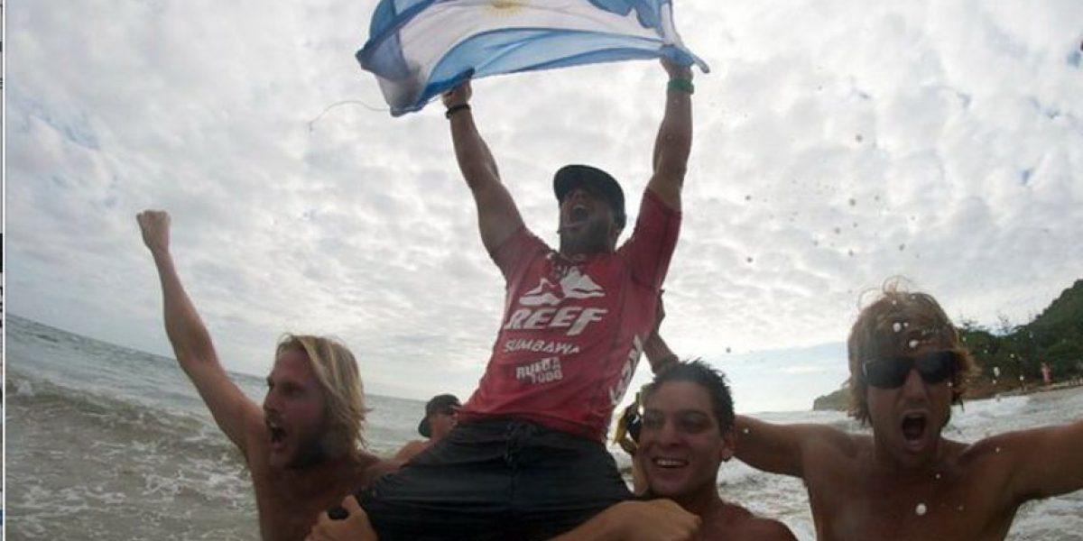 VIDEO. Pentacampeón de surf fue descalificado por esta hermosa causa