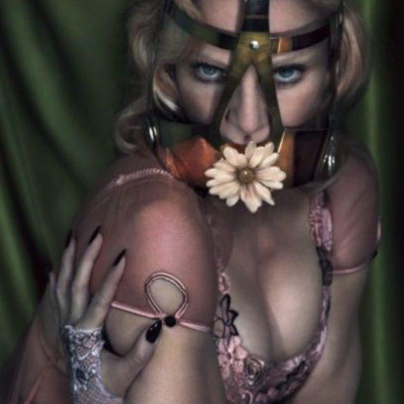 """Aunque la cantante se atrevió a posar desnuda desde sus primeros años de carrera, en diciembre colaboró con la revista """"Interview Magazine"""", donde posó en topless. Foto:Interviewmagazine.com"""