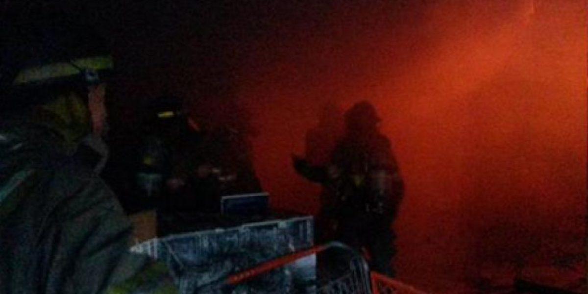 EN IMÁGENES. Incendio consume bodegas de neumáticos en Pricesmart zona 10