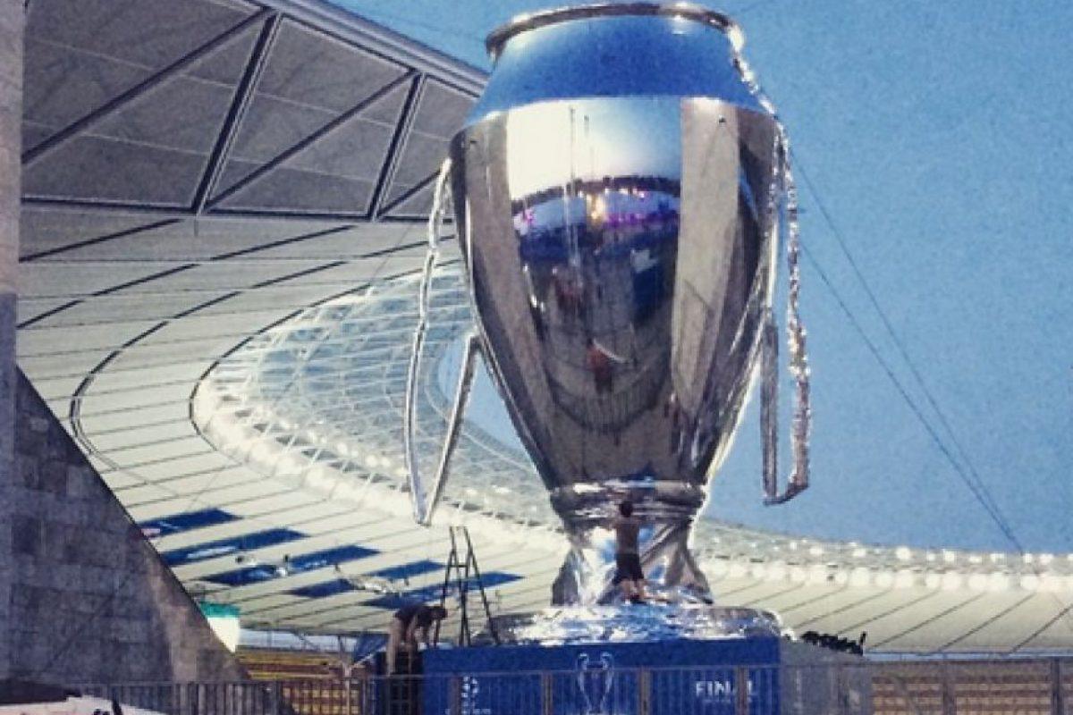 """Los fieles aficionados de Barça y la """"Vecchia Signora"""" arriban al lugar donde se disputará el partido más importante de la temporada europea Foto:Vía twitter.com/juventusfc"""