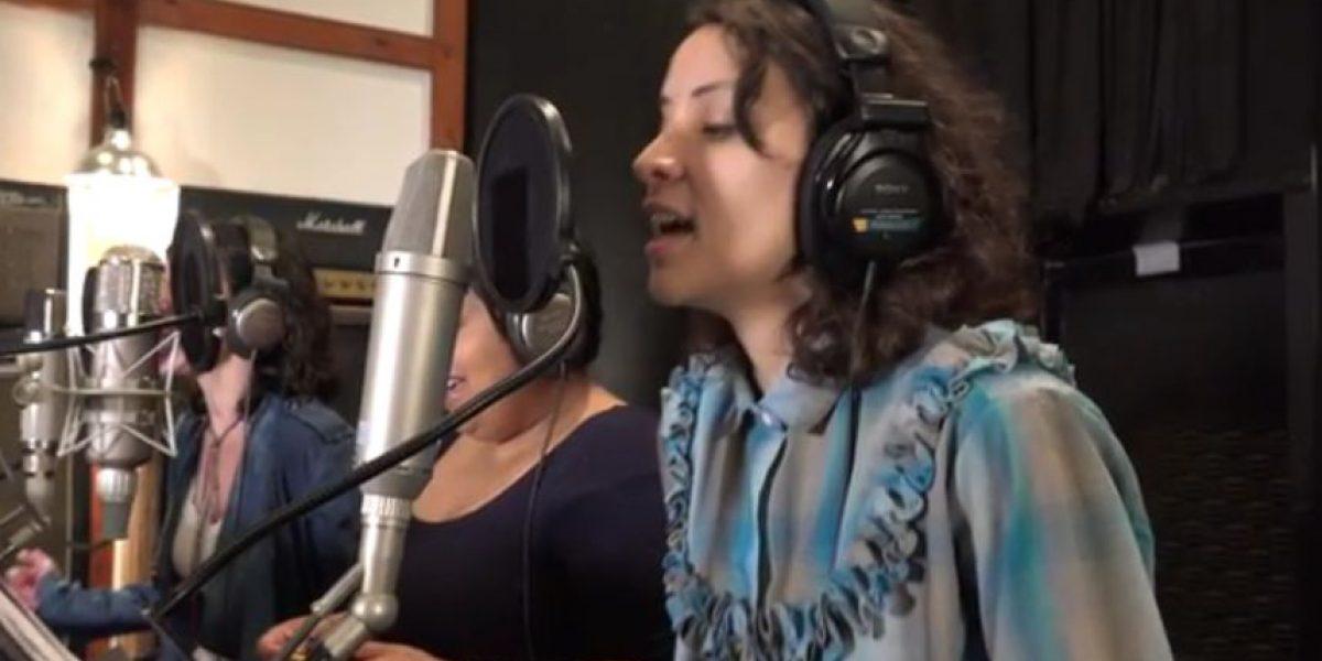 Gaby Moreno canta con el hijo de Frank Zappa