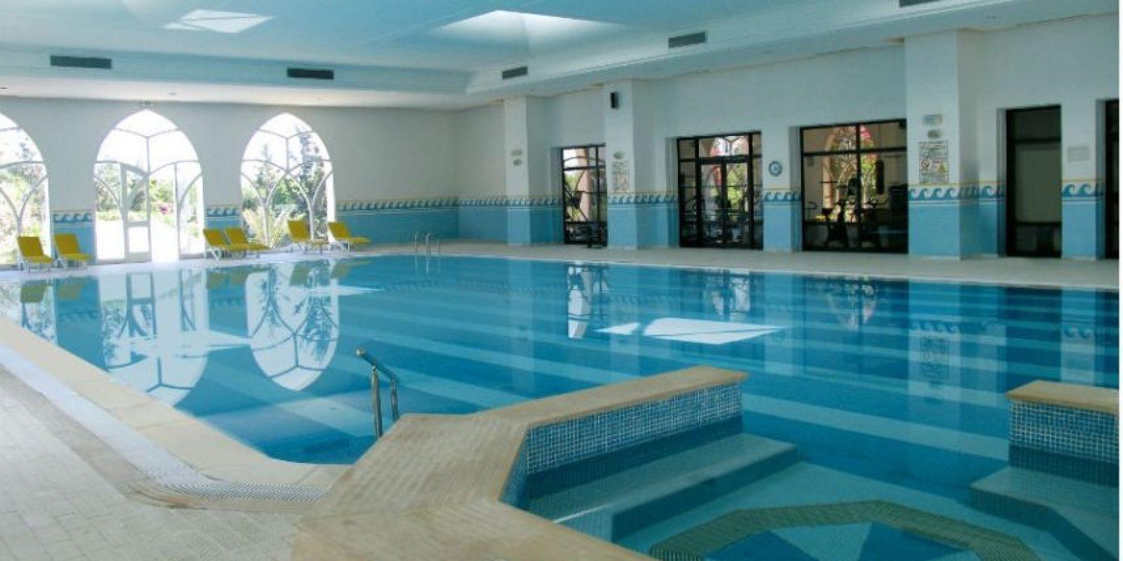 Tiene una piscina de agua dulce de 400 m² Foto:Riu.com