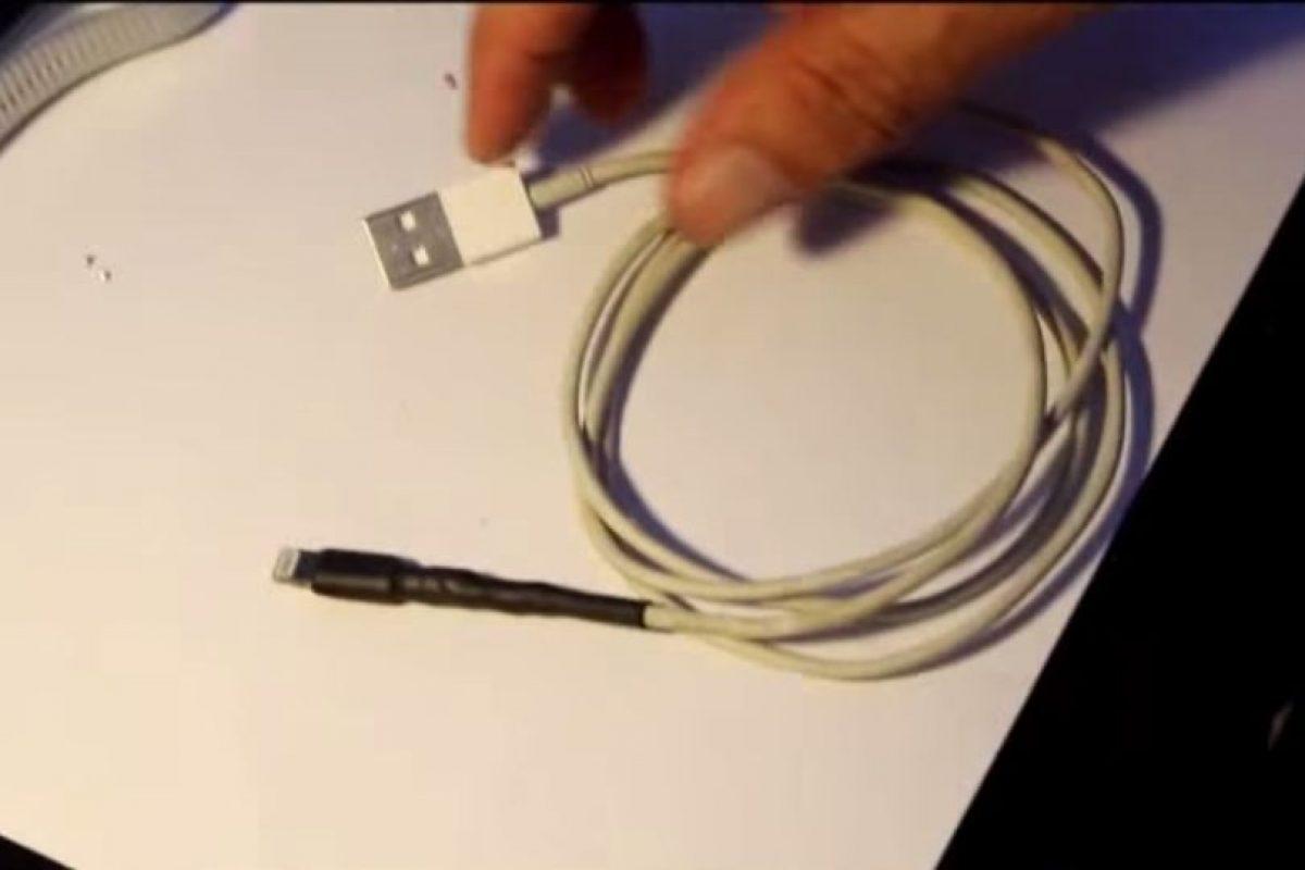 4) Con una cinta de aislar. Foto:YouTube