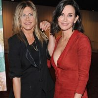 Courtney Cox participó como dama de honor de Aniston. Foto: Getty Images
