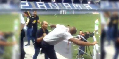 VIDEO. Wanchope pierde el control y se da de golpes con un seguridad