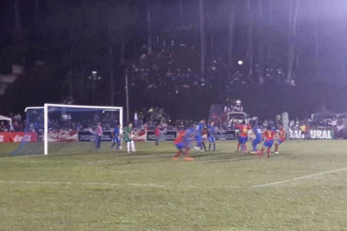 El equipo cobanero no falló en su casa contra los rojos. Foto:EU Deportes