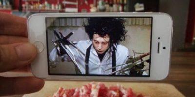 Con su smartphone llevó a famosos personajes del cine a la vida real