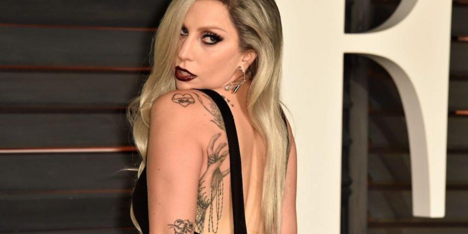 La cantante sufrió una bochornosa caída mientras salía de un restaurante. Foto:Getty Images