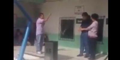 VIDEO. Alcalde de Villa Nueva Edwin Escobar pasa momento incómodo con padre de familia