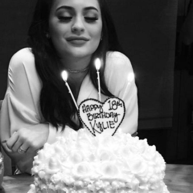 Kylie comenzó su fiesta de cumpleaños rodeada de su familia Foto:vía instagram.com/kyliejenner