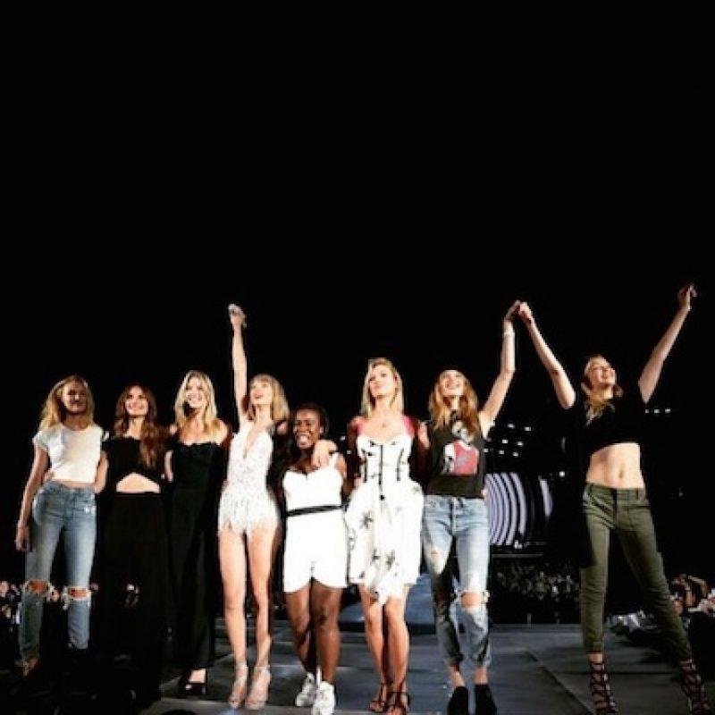 Candices, Lily Aldridge, Martha Hunt, Uzo Aduba, Karlie Kloss, Behati Prinsloo y Gigi Hadid. Foto:Instagram/TaylorSwift