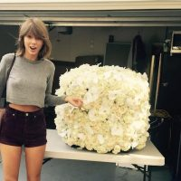 """Kanye me envió las mejores flores #KanTay2020"", escribió la novia de Calvin Harris. Foto:Instagram/TaylorSwift"