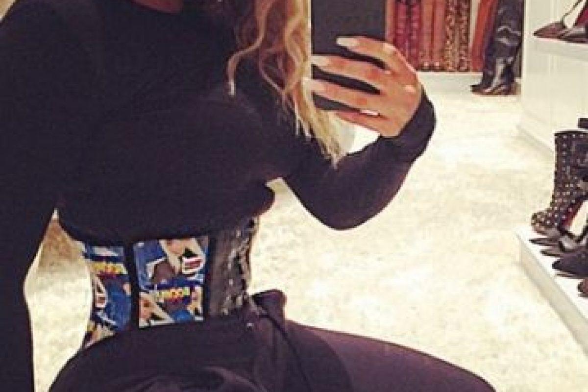 """""""Me resulta desagradable pero tal vez sea un cumplido. Me están acusando de haberme hecho una lipo. ¡Hago ejercicio 5 días a la semana!"""", anotó junto a una imagen en el gimnasio. Foto:Instagram/KhloeKardashian"""