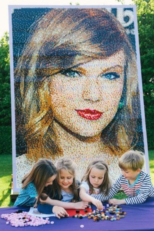 """En mayo, la cantante fue retratada con bloques """"Lego"""". Foto:Getty Images"""