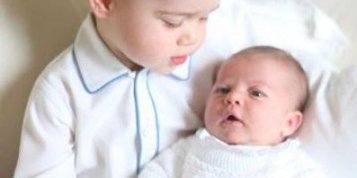 Divulgan las primeras fotos de los príncipes Charlotte y George juntos