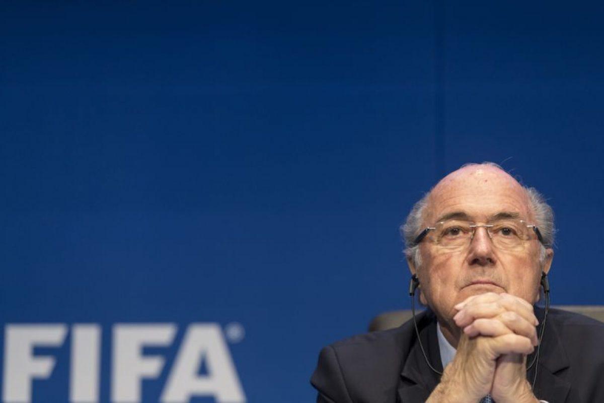 En medio del escándalo de corrupción que envuelve al organismo, Joseph Blatter renunció a la presidencia de la FIFA. Foto:Getty Images