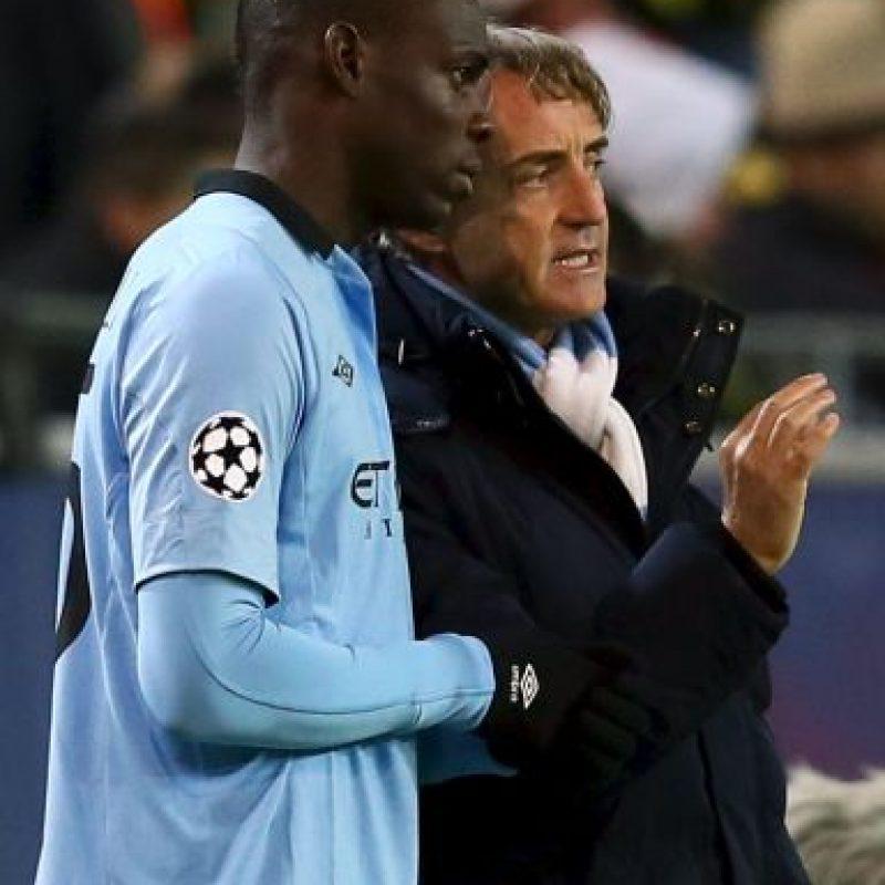 Durante un entrenamiento del Manchester City, jaló a Balotelli de la camiseta y casi terminan a golpes. Foto:Getty Images