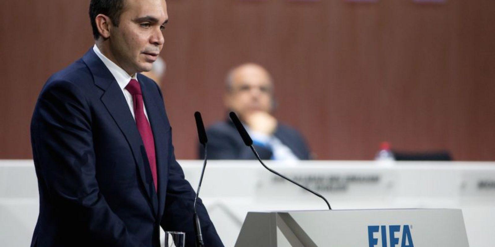 Al-Hussein consiguió 73 votos en la primera ronda de las votaciones por 133 de Blatter, pero el príncipe no quiso irse a la segunda vuelta y declinó. Foto:Getty Images