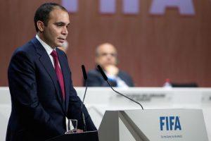 El nombre que se hizo presente desde que Blatter anunció que se iba del órgano rector del fútbol fue el del príncipe jordano Ali Bin Al Hussein. Foto:Getty Images