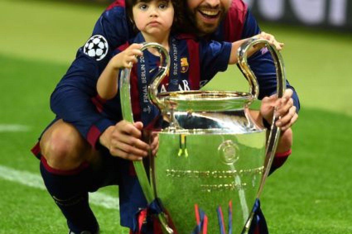 """Junto a su hijo Milán con la """"Orejona"""" Foto:Getty Images"""