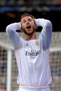 Esto enfureció al Manchester United que declararon que Sergio Ramos los había traicionado al utilizarlos para conseguir un aumento de sueldo. Foto:Getty Images
