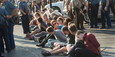 Según el periódico español El País, la policía lanzó gas pimienta contra los manifestantes. Foto:Getty Images