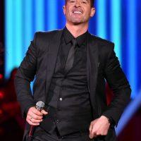 La premiación fue el escenario perfecto para el regreso del cantante y compositor Robin Thicke Foto:Getty images
