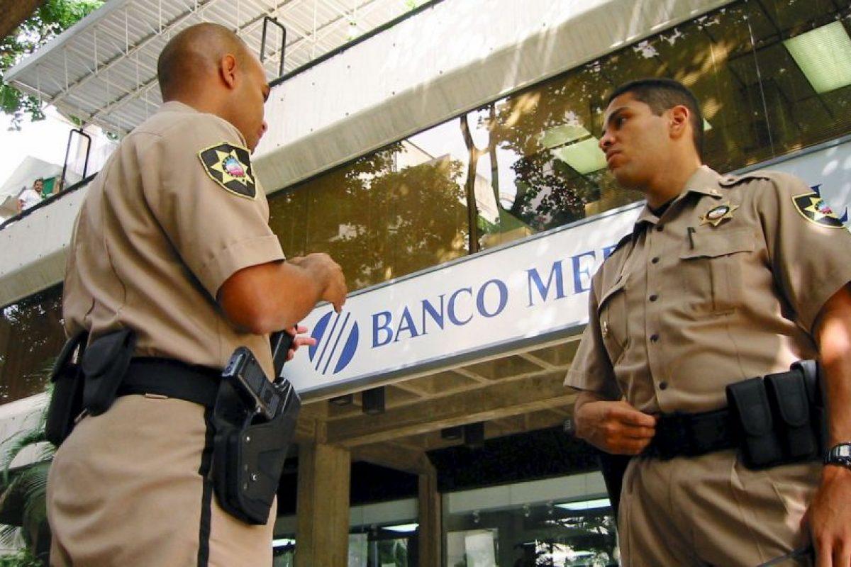 Sin previo aviso el gobierno ya redujo el límite diario de retiros. Foto:Getty Images