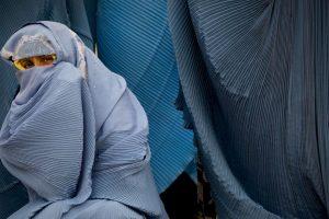 En los entornos de ingresos bajos, aparecen como prometedoras otras estrategias de prevención primaria, como la microfinanciación unida a la formación en igualdad de género y las iniciativas comunitarias dirigidas contra la desigualdad de género o tendentes a mejorar la comunicación y las aptitudes para las relaciones interpersonales. Foto:Getty Images