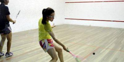 Los movimientos intensos con la raqueta, con pausas de poco tiempo, ocasionan que se quemen hasta 900 calorías en una hora Foto:Flickr.com