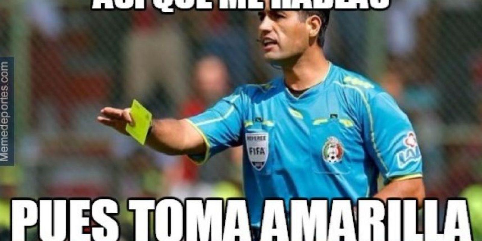 El árbitro mexicano Roberto García Orozco no se salvó de las críticas. Foto:memedeportes.com