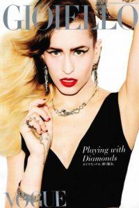 """Alice Dellal: tiene aspecto andrógino y rockero. En 2012 Karl Lagerfeld, diseñador de Chanel, la seleccionó para su línea de bolsos, 'Boy'. Ella es baterista de una banda llamada Thrush Metal, y su look rockero fue despedazado en redes. Lagerfeld tuvo que defenderla diciendo que ella encarnaba algo """"único, como Chanel"""" Foto:vía Vogue"""