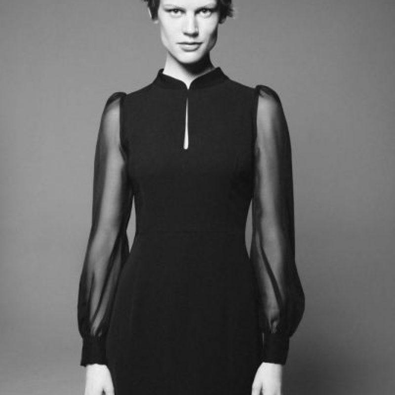 Saskia De Brauw: sus rasgos fuertes y su androginia son sus rasgos a destacar en la industria. Comenzó a los 29 años, edad en la que muchas ya se retiran. Ha estado en revistas como Vogue Francia, y ha sido imagen de marcas como Zara. También ha desfilado para diseñadores como Haider Ackermann. Foto:vía Vogue