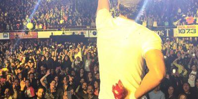 VIDEO. Drone corta los dedos a Enrique Iglesias durante concierto